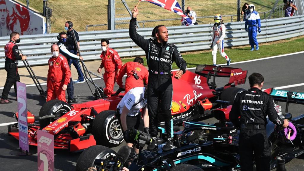 L'inglese vince per l'ottava volta il GP Silverstone e riapre il campionato