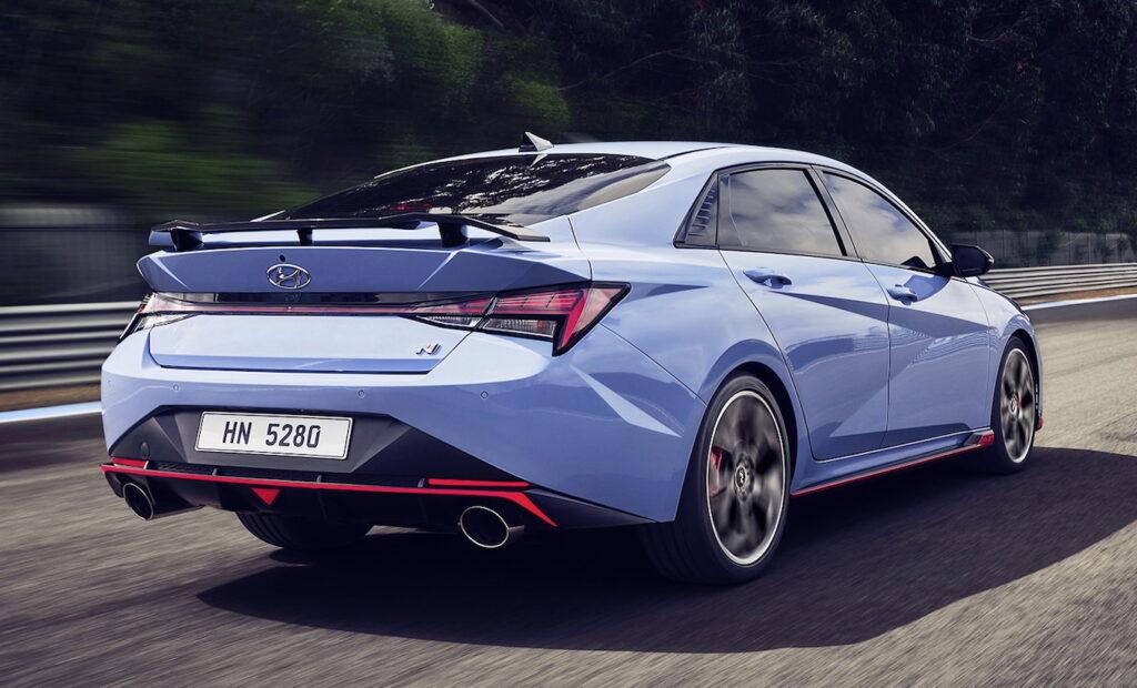 Di apparenza la Hyundai Elantra N non difetta certo, ma di sostanza ne ha addirittura tantissima a cominciare dal motore.