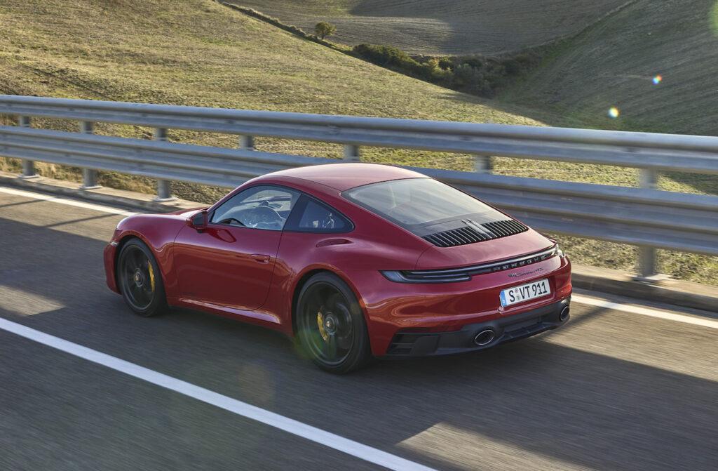 Il flat-six turbo da tre litri della nuova Porsche 911 GTS eroga 480 CV