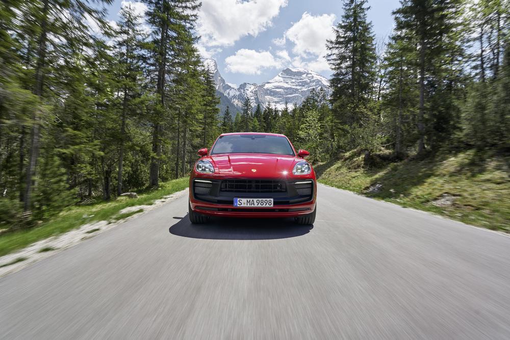 Porsche presenta la rinnovata Macan con performance più elevate