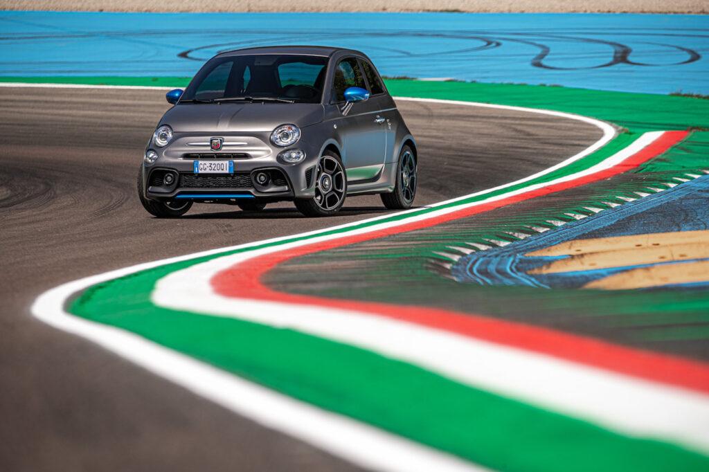 La nuova Abarth F595 rappresenta un tributo al 50° anniversario della monoposto Formula Italia