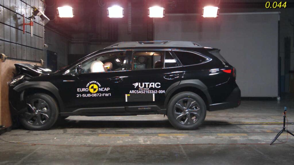 La nuova Subaru Outback, con motore alimentato a benzina, è sicuramente il punto di riferimento di questa sessione di test Euro NCAP