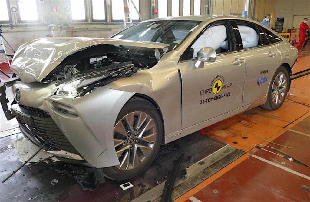 Anche la Toyota Mirai, prima vettura a idrogeno con tecnologia Fuel Cell System a zero emissioni, consegue il massimo punteggio Euro NCAP