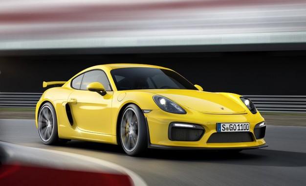 Nuova Porsche CAYMAN GT4 – Il salto al di là della palizzata, sulla pista.