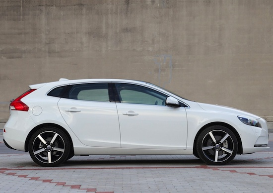 volvo v40 a listino l entry level t2 motorage new generation. Black Bedroom Furniture Sets. Home Design Ideas
